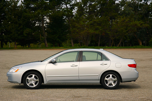 AUT 40 RK0129 01 © Kimball Stock 2005 Honda Accord Hybrid Silver Side View On Pavement