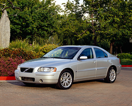 AUT 40 RK0134 05 © Kimball Stock 2005 Volvo S60 T5 Silver Front 3/4 View On Pavement By Trees And Bushes