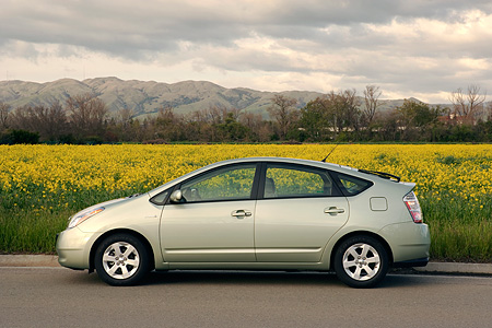 AUT 41 RK0204 01 © Kimball Stock 2006 Toyota Prius Hybrid Light Green Profile View On Pavement Field