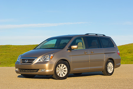 AUT 41 RK0255 01 © Kimball Stock 2006 Honda Odyssey Touring Desert Rock Mist 3/4 Front View On Pavement By Grass Hills