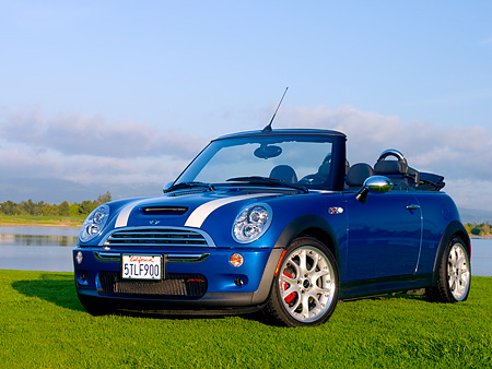 AUT 41 RK0361 01 © Kimball Stock 2006 Mini Cooper S Convertible Blue JCW Tuning Low 3/4 Front View On Grass