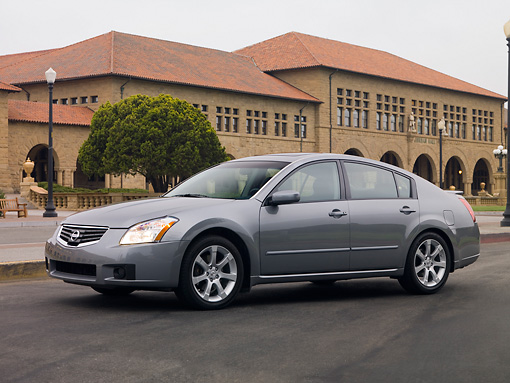 AUT 42 RK0091 01 © Kimball Stock 2007 Nissan Maxima 3.5 SE Gray 3/4 Side View On Pavement By Building
