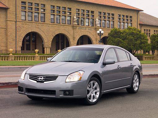 AUT 42 RK0093 01 © Kimball Stock 2007 Nissan Maxima 3.5 SE Gray 3/4 Front View On Pavement By Building