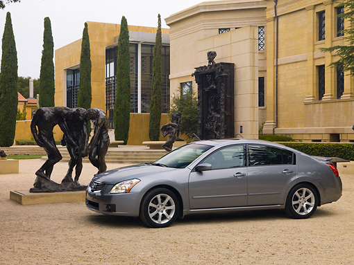 AUT 42 RK0095 01 © Kimball Stock 2007 Nissan Maxima 3.5 SE Gray 3/4 Side View On Pavement By Statue