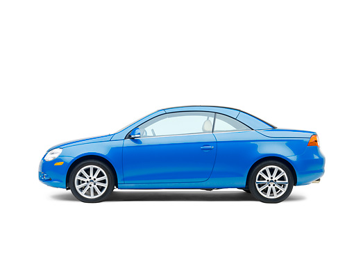 AUT 42 RK0118 01 © Kimball Stock 2007 Volkswagen Eos 2.0T Convertible Blue Profile View Studio