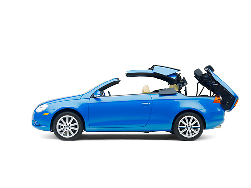 AUT 42 RK0120 01 © Kimball Stock 2007 Volkswagen Eos 2.0T Convertible Blue Profile View Studio