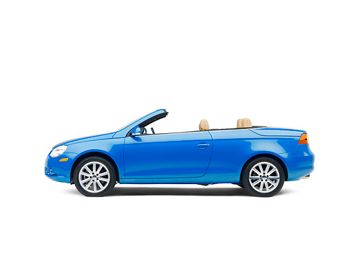 AUT 42 RK0121 01 © Kimball Stock 2007 Volkswagen Eos 2.0T Convertible Blue Profile View Studio