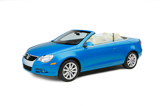 AUT 42 RK0127 01 © Kimball Stock 2007 Volkswagen Eos 2.0T Convertible Blue 3/4 Side View Studio