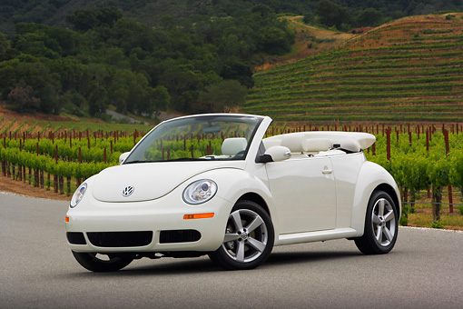 AUT 42 RK0222 01 © Kimball Stock 2007 Volkswagen New Beetle Convertible White Low 3/4 Front View On Pavement