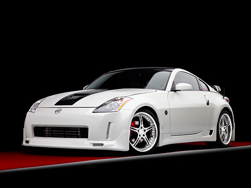 AUT 42 RK0270 01 © Kimball Stock 2007 Nissan 350Z White 3/4 Front View Studio