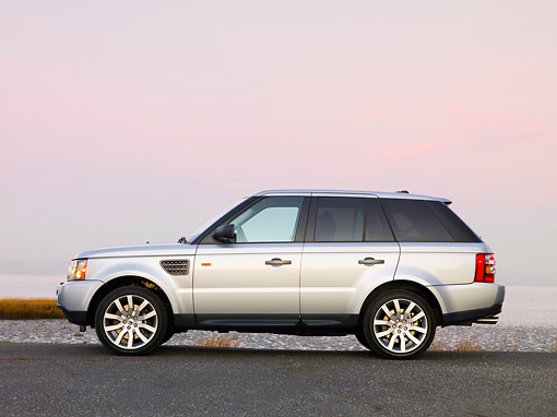 AUT 43 RK0182 01 © Kimball Stock 2008 Land Rover Range Rover Silver Profile View At Dusk By Water