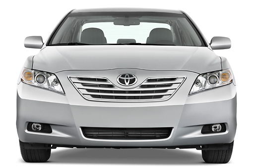 AUT 43 IZ0300 01 © Kimball Stock 2009 Toyota Camry XLE Silver Head On View Studio