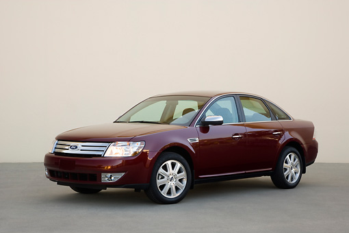 AUT 43 RK0053 01 © Kimball Stock 2008 Ford Taurus Burgundy 3/4 Front View On Pavement