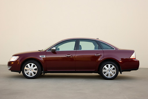 AUT 43 RK0055 01 © Kimball Stock 2008 Ford Taurus Burgundy Profile View On Pavement