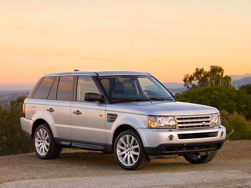 AUT 43 RK0174 01 © Kimball Stock 2008 Land Rover Range Rover Silver 3/4 Front View At Dusk Mountains
