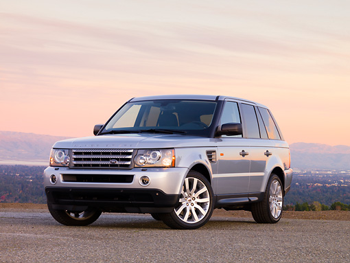AUT 43 RK0177 01 © Kimball Stock 2008 Land Rover Range Rover Silver 3/4 Front View At Dusk Mountains