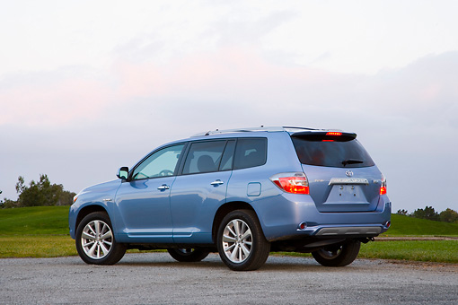 AUT 43 RK0193 01 © Kimball Stock 2008 Toyota Highlander Hybrid 4WD-i V6 Light Blue 3/4 Rear View On Pavement
