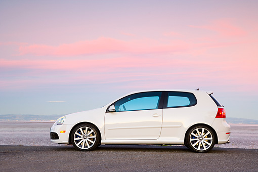 AUT 43 RK0210 01 © Kimball Stock 2008 Volkswagen R32 White Profile View By Water