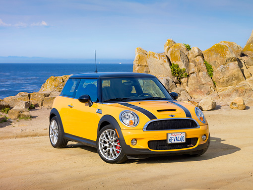 AUT 44 RK0069 01 © Kimball Stock 2009 Mini Cooper Yellow And Black 3/4 Front View By Ocean
