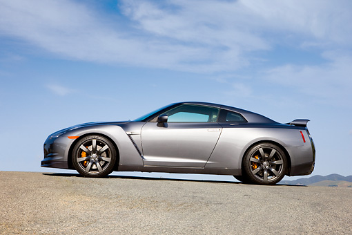 AUT 44 RK0013 01 © Kimball Stock 2009 Nissan GT-R Gray Profile View Blue Sky