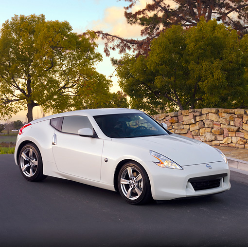 AUT 44 RK0052 01 © Kimball Stock 2009 Nissan 370Z Coupe White 3/4 Front View On Street