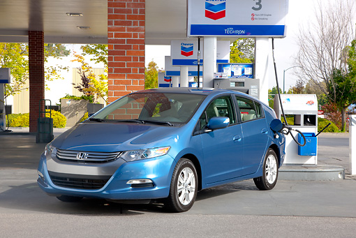 AUT 45 RK0052 01 © Kimball Stock 2010 Honda Insight Blue 3/4 Front View At Gas Station