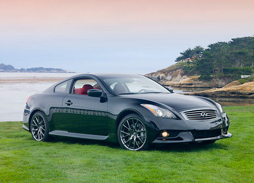 AUT 46 RK0021 01 © Kimball Stock 2013 Infiniti G37 IPL Coupe Black 3/4 Front View On Grass By Water