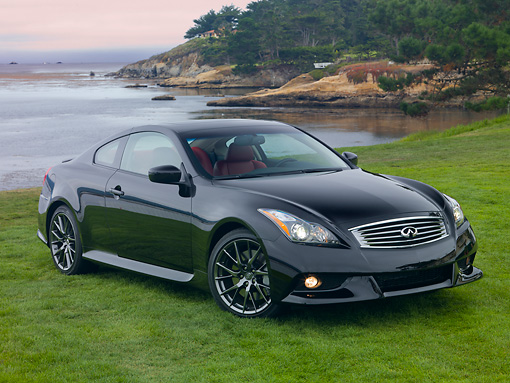 2013 Infiniti G37 Ipl Coupe Black 34 Front View On Grass By Water
