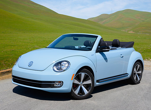 AUT 49 RK0009 01 © Kimball Stock 2013 Volkswagen Beetle Covertible Turbo 60s Light Blue 3/4 Front View On Pavement By Grassy Hills