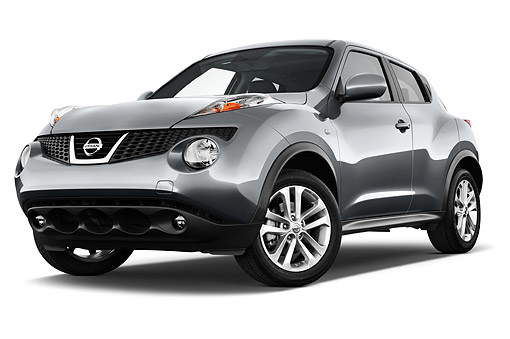 AUT 50 IZ0938 01 © Kimball Stock 2014 Nissan Juke SV AWD CVT 5-Door 3/4 Front View In Studio