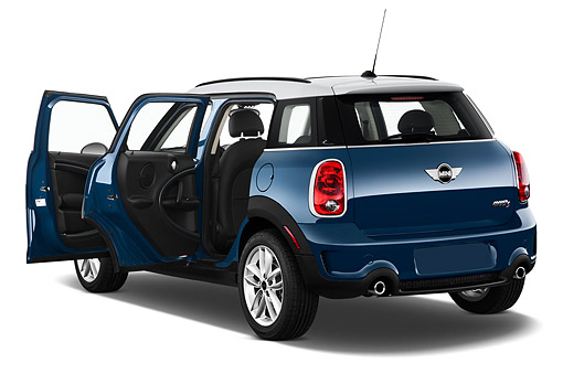 AUT 51 IZ0549 01 © Kimball Stock 2015 Mini Countryman S 5-Door Hatchback 3/4 Rear View In Studio