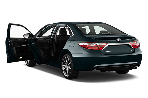 AUT 51 IZ0671 01 © Kimball Stock 2015 Toyota Camry 2.5 Auto SE 4-Door Sedan 3/4 Rear View In Studio