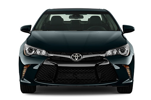 AUT 51 IZ0672 01 © Kimball Stock 2015 Toyota Camry 2.5 Auto SE 4-Door Sedan Front View In Studio