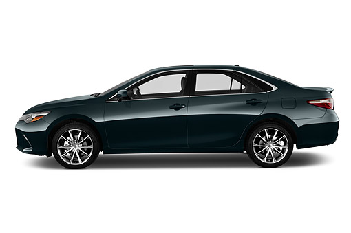 AUT 51 IZ0674 01 © Kimball Stock 2015 Toyota Camry 2.5 Auto SE 4-Door Sedan Profile View In Studio