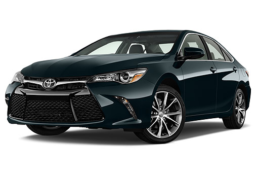 AUT 51 IZ0675 01 © Kimball Stock 2015 Toyota Camry 2.5 Auto SE 4-Door Sedan Low 3/4 Front View In Studio