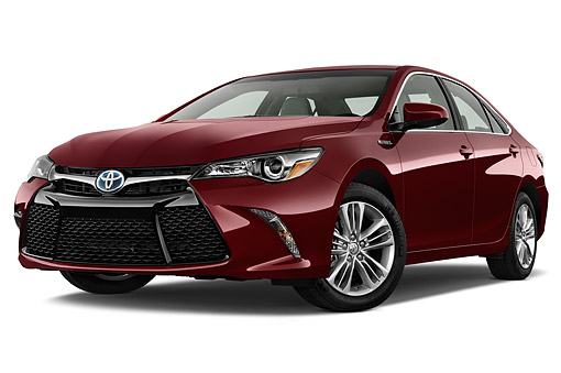 AUT 51 IZ0682 01 © Kimball Stock 2015 Toyota Camry 2.5 Auto SE Hybrid 4-Door Sedan Low 3/4 Front View In Studio