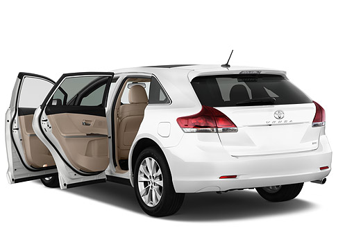 AUT 51 IZ0739 01 © Kimball Stock 2015 Toyota Venza XLE FWD V6 5-Door Hatchback 3/4 Rear View In Studio