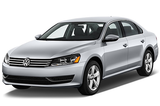 AUT 51 IZ0786 01 © Kimball Stock 2015 Volkswagen Passat 2.5l SE Auto 4-Door Sedan 3/4 Front View In Studio