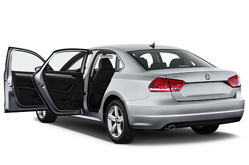 AUT 51 IZ0788 01 © Kimball Stock 2015 Volkswagen Passat 2.5l SE Auto 4-Door Sedan 3/4 Rear View In Studio