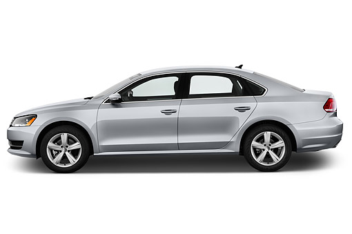 AUT 51 IZ0791 01 © Kimball Stock 2015 Volkswagen Passat 2.5l SE Auto 4-Door Sedan Profile View In Studio