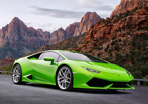 AUT 51 RK0006 01 © Kimball Stock 2015 Lamborghini Huracan LP 610-4 Green 3/4 Front View On Pavement