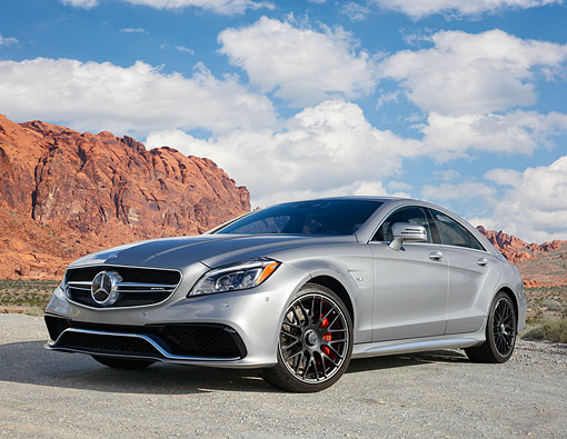 AUT 51 RK0071 01 © Kimball Stock 2015 Mercedes-Benz CLS63 AMG S-Model 4Matic Coupe 3/4 Front View In Desert