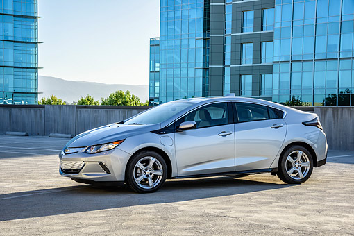 AUT 52 BK0007 01 © Kimball Stock 2016 Chevrolet Volt Silver 3/4 Front View By Building