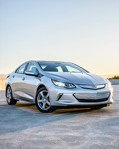 AUT 52 BK0008 01 © Kimball Stock 2016 Chevrolet Volt Silver 3/4 Front View By Building