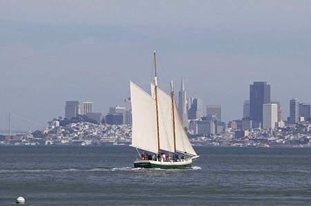 BTS 01 RK0025 01 © Kimball Stock Boat Sailing In Water San Francisco City Background