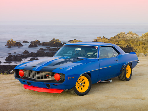 CAM 01 RK0186 01 © Kimball Stock 1969 Chevrolet Camaro Z-28 Blue With Black Stripe And Yellow Wheels 3/4 Front View On Beach
