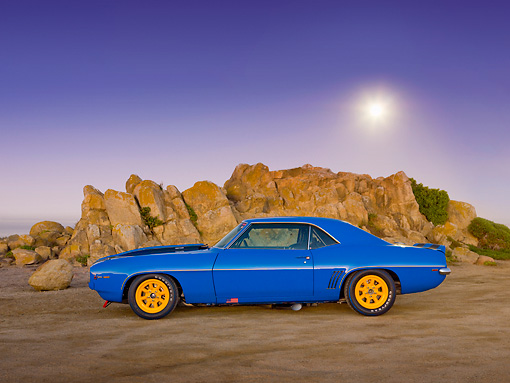 CAM 01 RK0190 01 © Kimball Stock 1969 Chevrolet Camaro Z-28 Blue With Black Stripe And Yellow Wheels Profile View On Beach