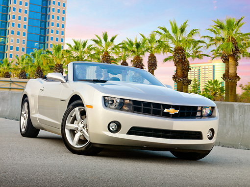 CAM 04 RK0193 01 © Kimball Stock 2011 Chevrolet Camaro Convertible Silver 3/4 Front View On Pavement By City Buildings And Palm Trees