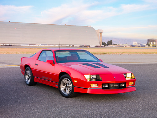 CAM 06 RK0028 01 © Kimball Stock 1986 Chevrolet Camaro IROC-Z Red 3/4 Front View By Hangar