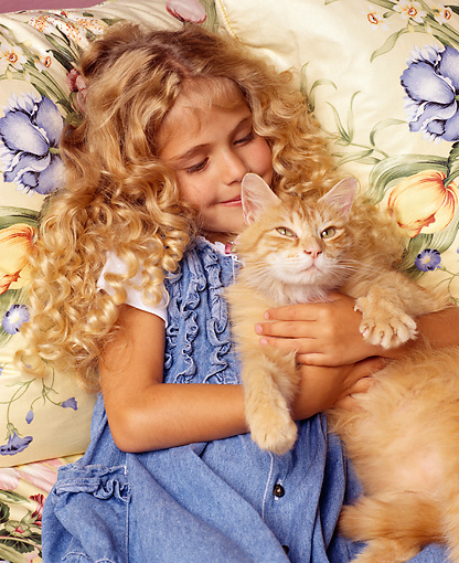 CHD 07 RK0030 04 © Kimball Stock Girl with cat.